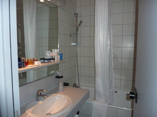 Opera Cadet Hotel : Bathroom
