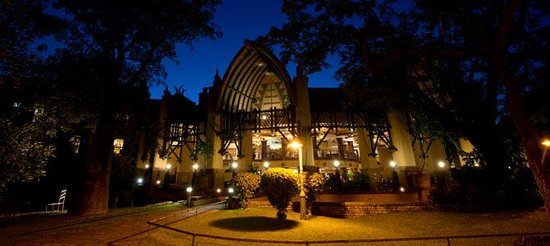 The Kingdom at Victoria Falls : View of the hotel at night