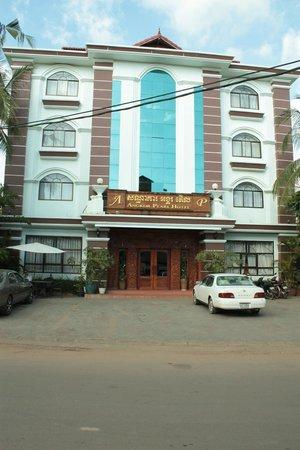 Angkor Pearl Hotel : Вид на отель с улицы