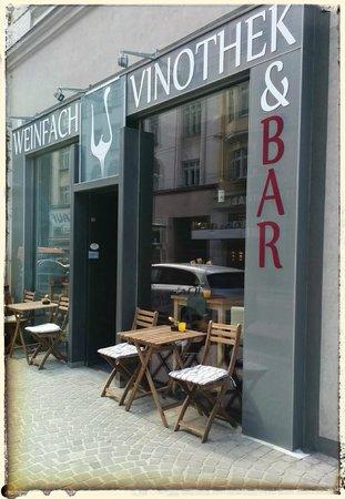 Weinfach Vinothek & Bar : Bar Front Garden