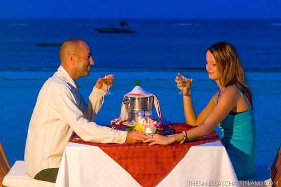 The Sands At Chale Island: Dinner on the Sands