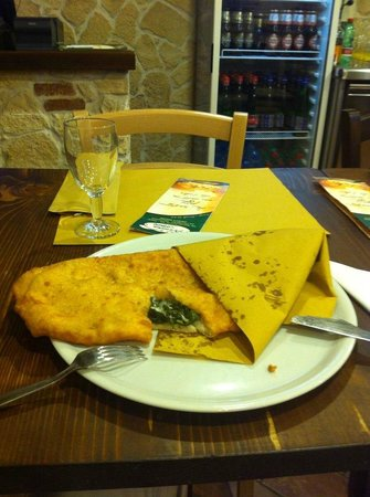 Pizzeria Vomero di Acunzo Patrizio: Ripieno fritto con friarielli