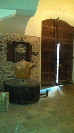 Cal Compte entryway