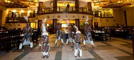 The Kingdom at Victoria Falls : Dinner entertainment in the White Water Restaurant