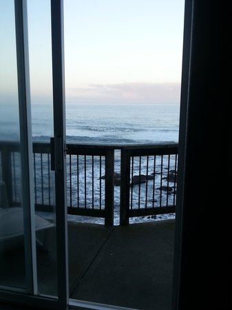 The Shelter Cove Oceanfront Inn: View from the bed