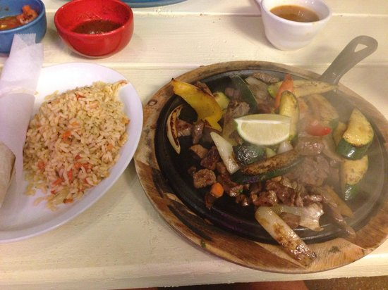 Monicos Taqueria : Steak fajitas