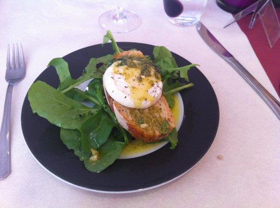 Trattoria Modigliani: Brushetta de cabecou et roquette fraîche , délicieux.