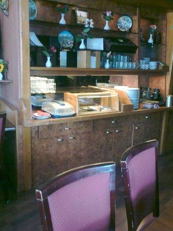 Hotel Nadia: Breakfast bar