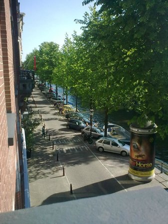Hotel Nadia: Canal side view from brakfast room balcony