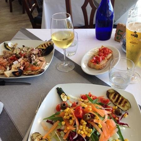 Il Ritrovo: The salad course - seafood and mista