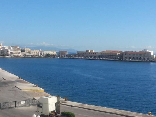 Esperance 1 : View across the port