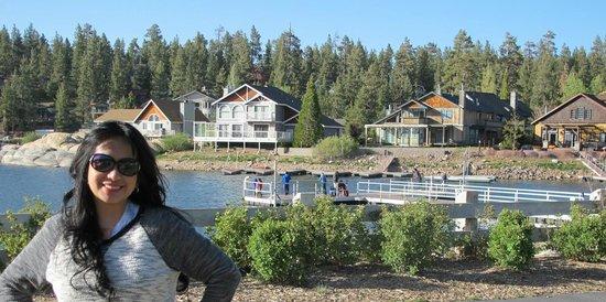 Boulder Bay Park : lovely homes along the edge