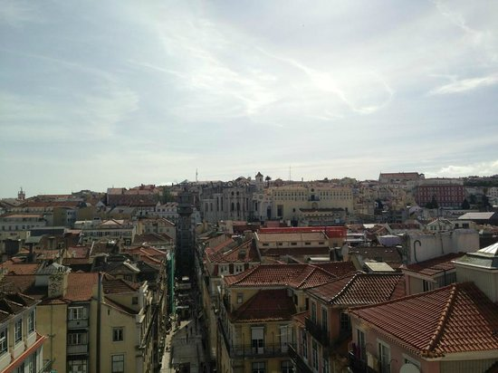 Santa Justa Lift : View from Pollux - same height as the elevator!