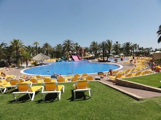 Camping Resort Sangulí Salou: Large pool area