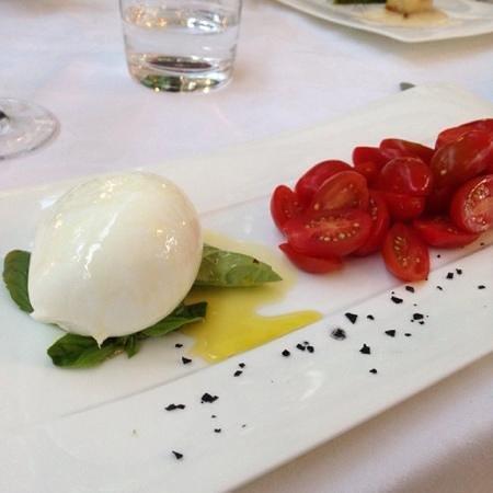 Al Palazzo: Caprese salad. Mozarrella was fantastic