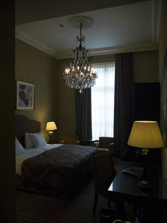 Grand Hotel Casselbergh Bruges: Room from the door
