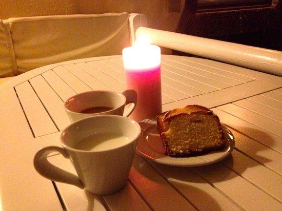 Santorini Mansion at Imerovigli: Lia quietly sent in some butter lemon cakes
