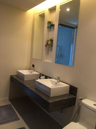 The Kiri Villas Resort: Bathroom