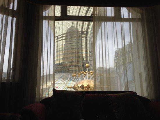 Hotel Lisboa Macau: 窓からおとなりのグランドリスボアが。