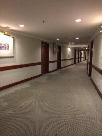 Hilton Hanoi Opera: Corridor