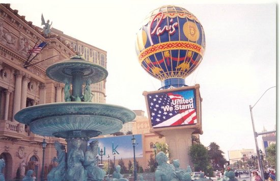 Paris LV - the hot-air balloon, reminding one of Jules Verne\'s ...