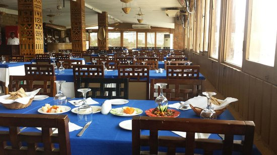 Nubian Cafe & Restaurant: table interieur