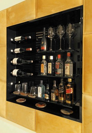 DO & CO Hotel Vienna: Private bar in all rooms