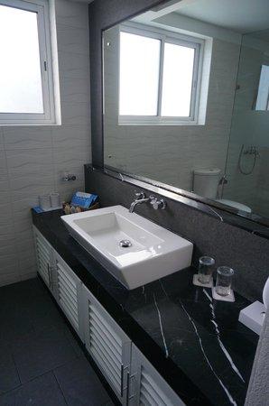 Cinnamon Hakuraa Huraa Maldives : Bathroom