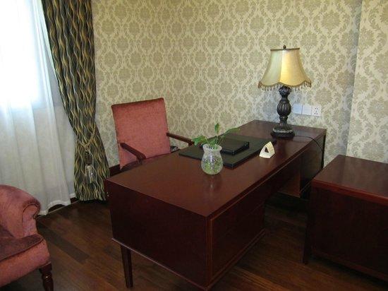 Astor House Hotel: Great workstation