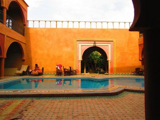 Guest House Merzouga: La superbe piscine
