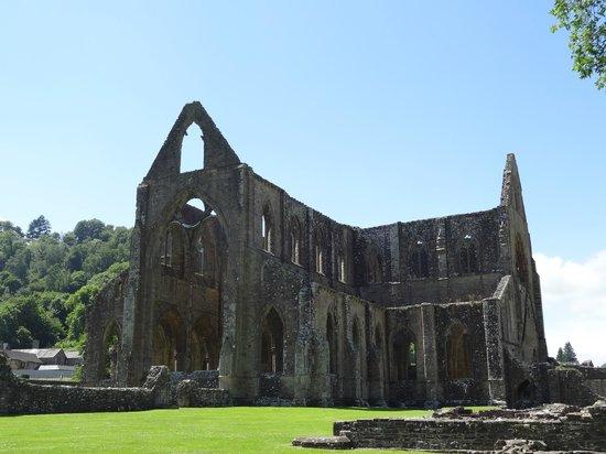 Tintern Abbey: beautiful ruin