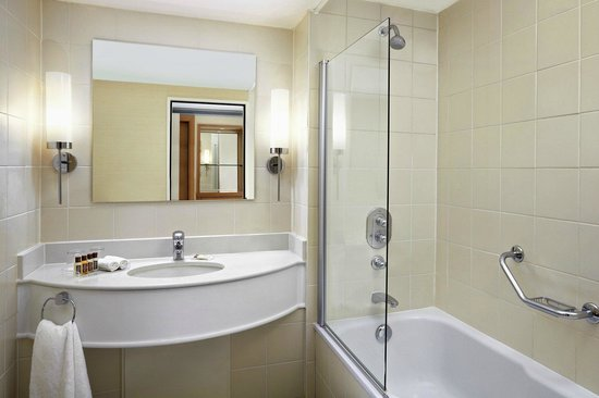 Sheraton Brussels Airport Hotel : Comforts awaits in our bathroom