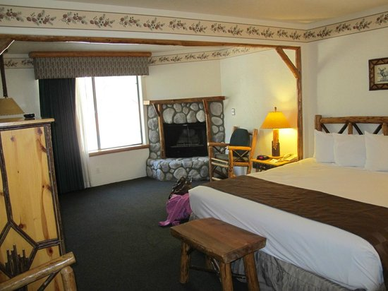 The Lodge at Big Bear Lake, a Holiday Inn Resort : Room with lots of space