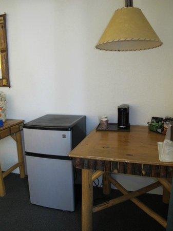 The Lodge at Big Bear Lake, a Holiday Inn Resort : single serving coffee maker and fridge