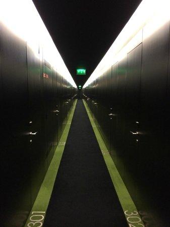 DoubleTree by Hilton Lisbon - Fontana Park: The 'BLACK' corridor!
