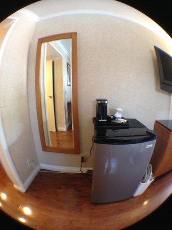 Monterey Park Inn : Mirror/fridge/coffee maker