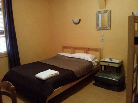 Adonis Lourdes: Room