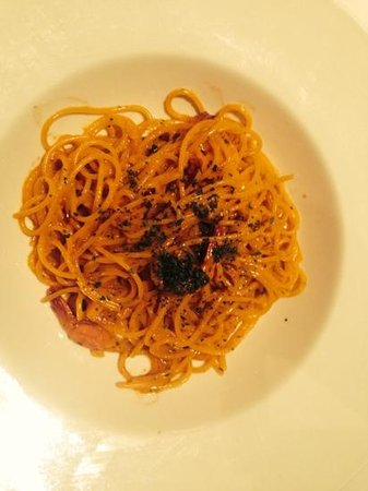 Dusit Thani Manila: spaghetti with shrimps and crab fat in olive oil, garlic and pepperoncino