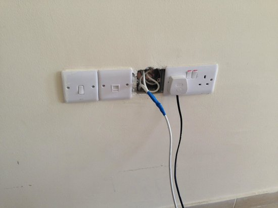 Cleopatra Hotel : Cable outlet from the wall, not quiet finished.