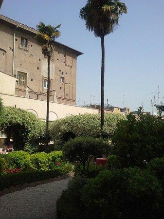 VOI Donna Camilla Savelli Hotel: Cour intérieure