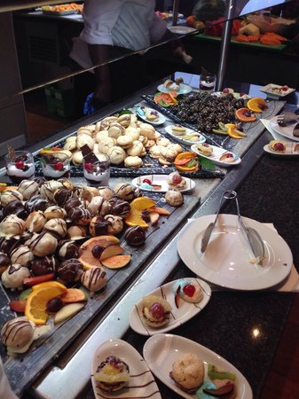 TUI MAGIC LIFE Fuerteventura: The cake selection in the main buffet restaurant(there were three tables like this)