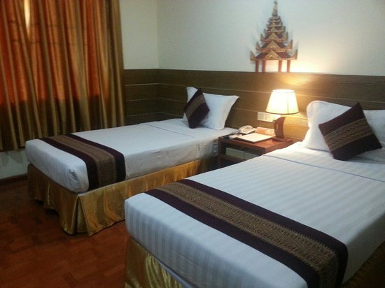 Hotel Yadanarbon: Upgraded to the superior room after my discharge from hospital
