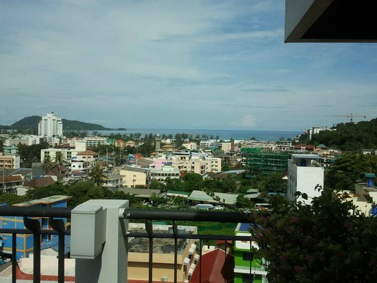 Casa Del M, Patong Beach : daytime view from the rooftop restaurant