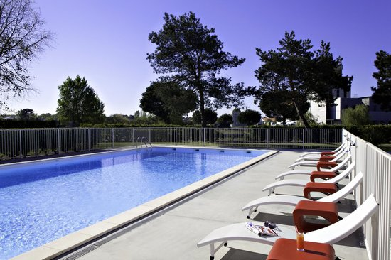 BEST WESTERN Bordeaux Aeroport : Piscine