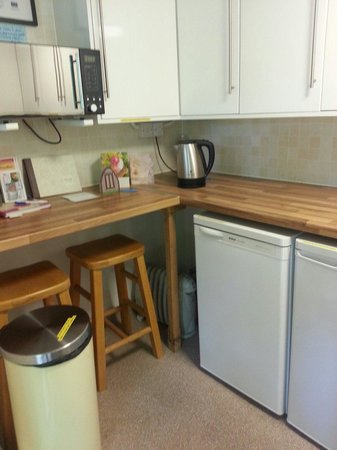 Two Hoots Campsite: Kitchen has everything you need on a camping trip! Great idea to have shelves labeld with pod na