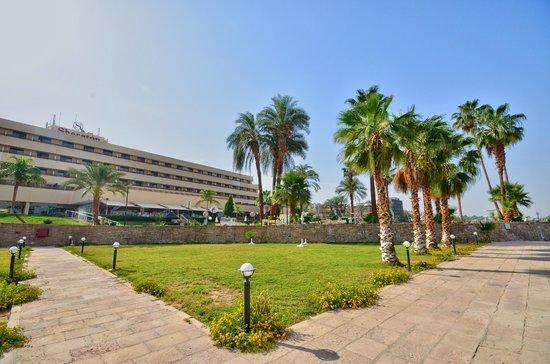 ACHTI Resort Luxor : jardin de l'hotel