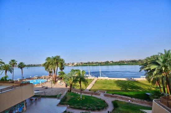 ACHTI Resort Luxor : vue nil du balcon