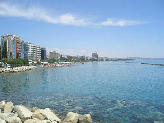 Kapetanios Hotel Limassol: Набережная, не далеко от отеля