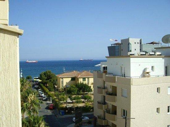 Kapetanios Hotel Limassol: Вид из номера (sea view)
