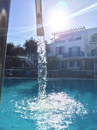 Argo Hotel Mykonos: vue de la piscine